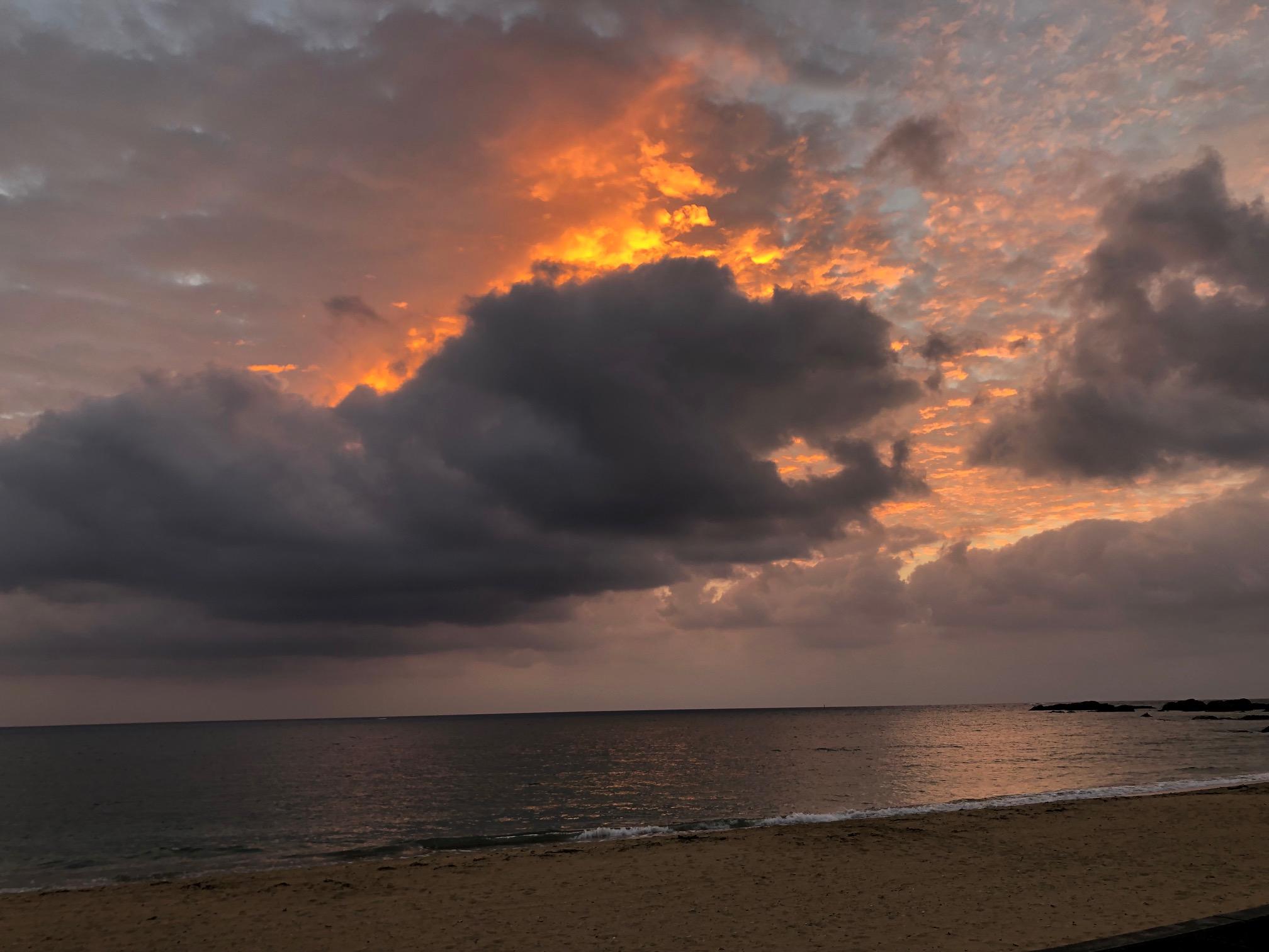ゴジラ似の雲